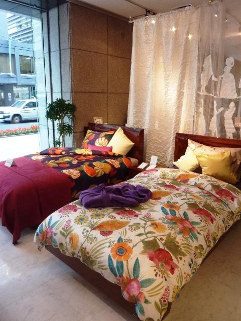 フィスバのカーテンとベッドリネン